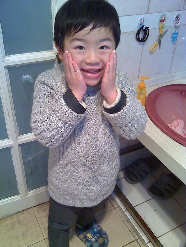 我早上起床后自己穿衣、自己洗脸刷牙、把自己小脸搽的香喷喷的.