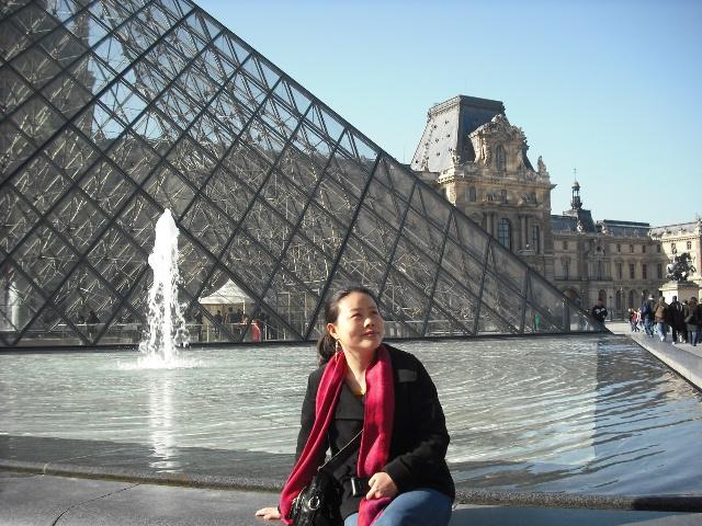 而是经由贝律铭设计的玻璃金字塔