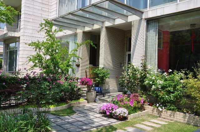 居家小院花坛设计图