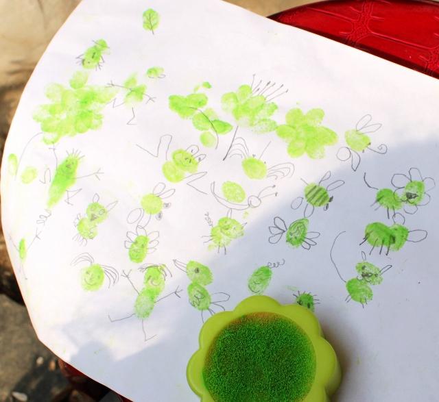 姐姐妹妹画画--黄豆贴画&水粉指印画